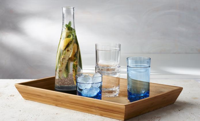 catering-wine-glasses-carafes
