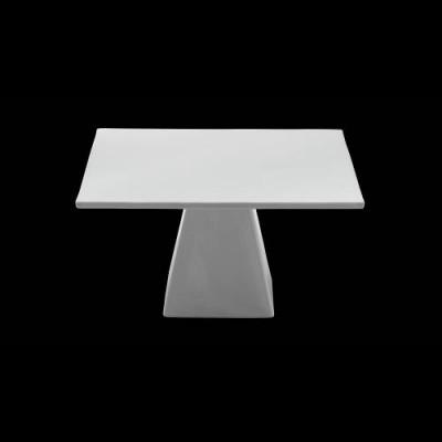 Quadratische Platte mit Fuß